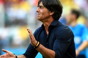 Joaquim Lowe , técnico da selecão alemã, sabe o poder do caimento numa camisa social