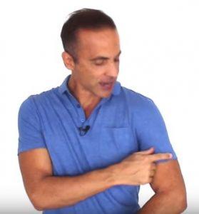 alberto solon com camisa polo azul manga 1 tecido