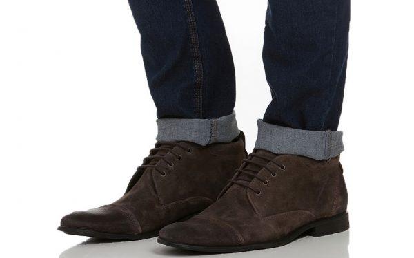 bota de camurça com calça jeans