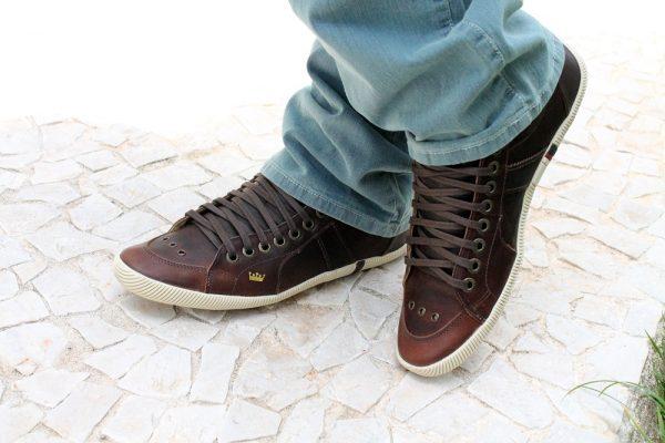sapatênis calçado com calça jeans