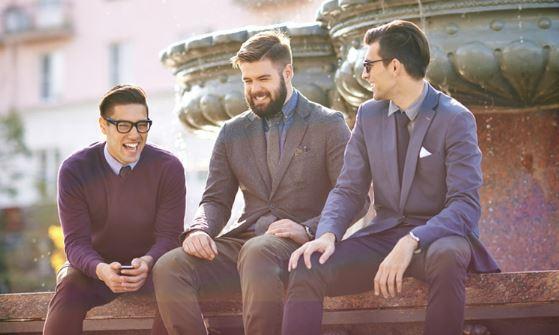 homens elegantes na rua