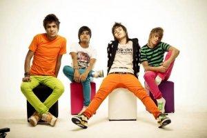 calças coloridas da banda restart