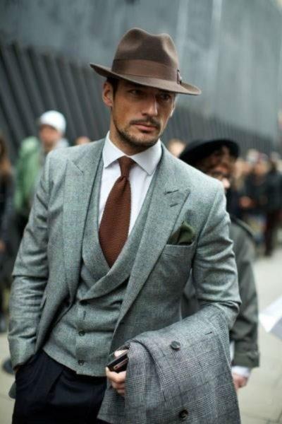 homem usando chapéu fedora